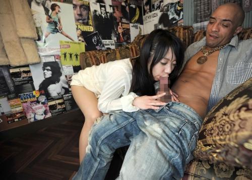 【三次】元日本ボクシングチャンピオンの雄二ゴメスが7人の女たちに28cmの勃起チンポをブチ込んで完全KO「女はチンポに勝てない」ことを証明したエロ画像・3枚目