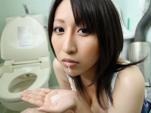 【三次】口の中で射精されちゃっている女の子のエロ画像part2・4枚目