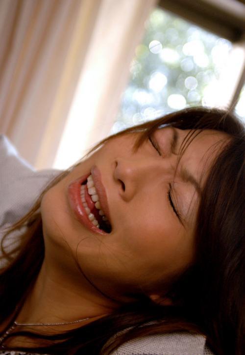 【三次】感じすぎてイキ顔・喘ぎ顔になっちゃっている女の子のエロ画像・3枚目