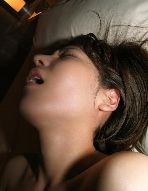 【三次】感じすぎてイキ顔・喘ぎ顔になっちゃっている女の子のエロ画像・1枚目