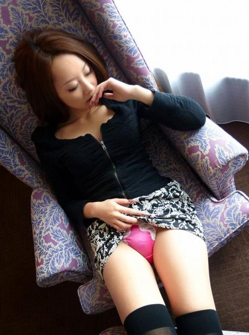 【三次】スカートをたくし上げている女の子のエロ画像part2・9枚目