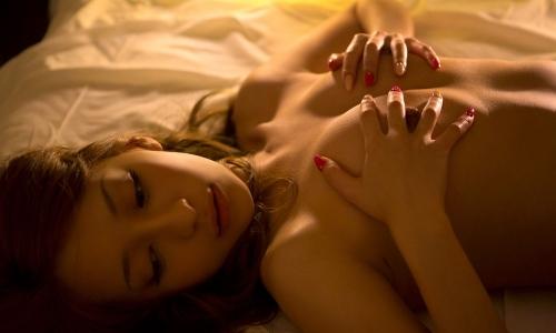 【三次】裸で寝転がっている女の子のエロ画像・6枚目