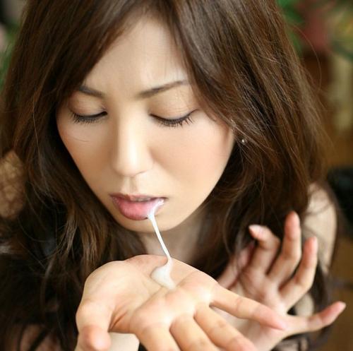 【三次】女の子の口の中に精子プレゼントしているエロ画像【ホワイトデー】・2枚目