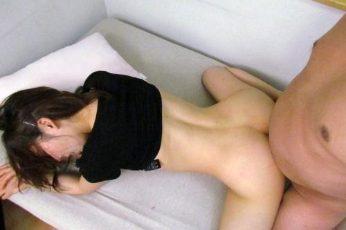 【三次】男とヤっている女の子のエロ画像・13枚目