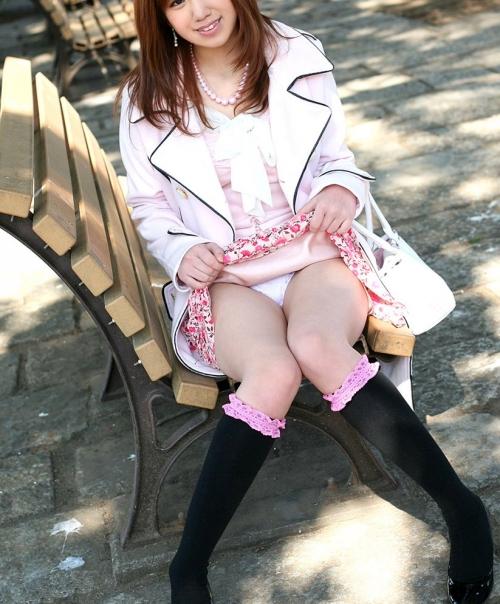 【三次】スカートをたくし上げている女の子のエロ画像・16枚目