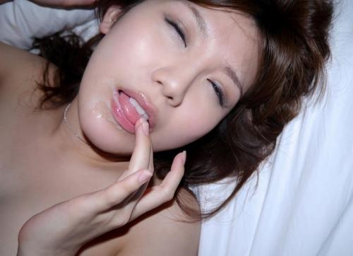 【三次】女の子の口の中に精子プレゼントしているエロ画像【ホワイトデー】・9枚目