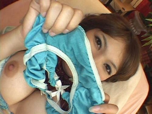 【三次】脱ぎたておぱんつを見せている女の子のエロ画像・11枚目