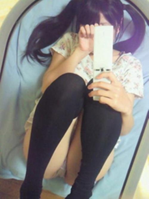 【三次】パンチラ・パンモロしている女の子のエロ画像・6枚目