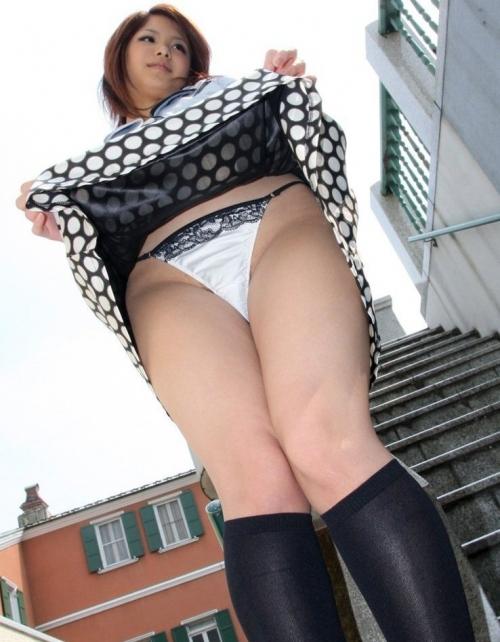 【三次】スカートをたくし上げている女の子のエロ画像・21枚目
