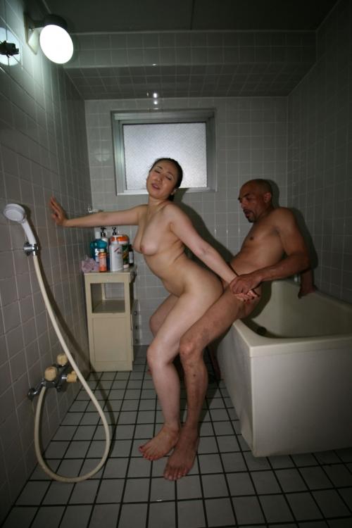 【三次】元日本ボクシングチャンプの雄二ゴメスがマッサージ師に!訪れた3人の人妻達を28cmの野獣チ●ポで完全KOした人妻調教エロ画像・5枚目