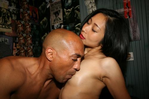 【三次】元日本ボクシングチャンプの雄二ゴメスがマッサージ師に!訪れた3人の人妻達を28cmの野獣チ●ポで完全KOした人妻調教エロ画像・12枚目