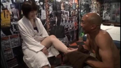 【三次】元日本ボクシングチャンプの雄二ゴメスがマッサージ師に!訪れた3人の人妻達を28cmの野獣チ●ポで完全KOした人妻調教エロ画像・23枚目