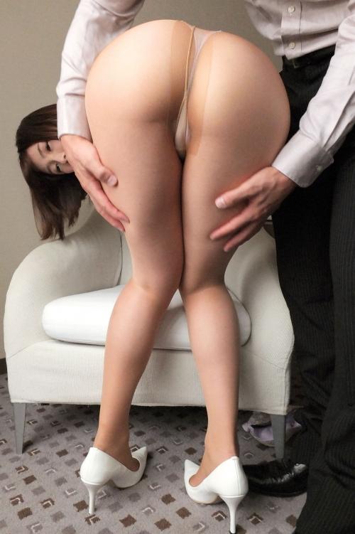 【三次】性欲旺盛な33歳の人妻が四つん這いになって夫以外のチ●ポをしゃぶり、ハメ撮りセックスで発情イキしまくっちゃってるエロ画像・6枚目