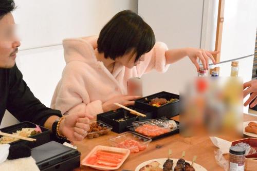 【三次】撮影中の水分補給は全て酒!鈴村あいりちゃんがほろ酔いエロエロモードになって濃厚セックスしちゃってるエロ画像・6枚目