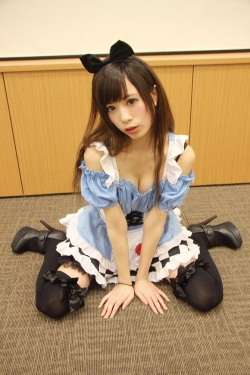 【三次】可愛い女の子コスプレイヤーの微エロ画像part3・21枚目