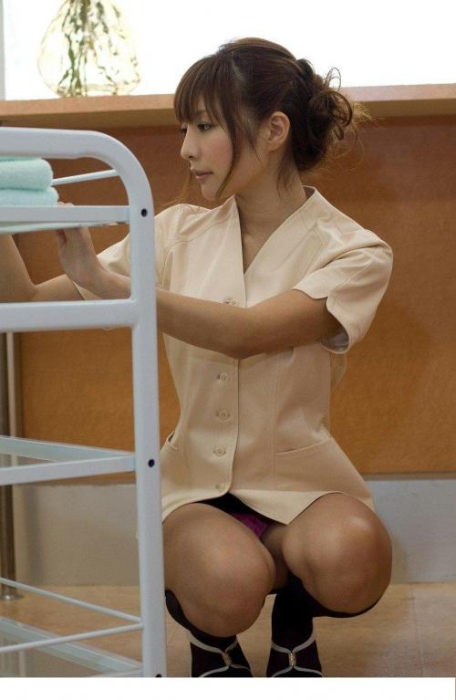 【三次】パンチラ・パンモロしている女の子のエロ画像part2・15枚目