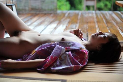 【三次】裸で寝転がっている女の子のエロ画像・20枚目