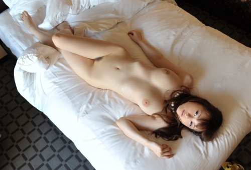 【三次】裸で寝転がっている女の子のエロ画像・21枚目