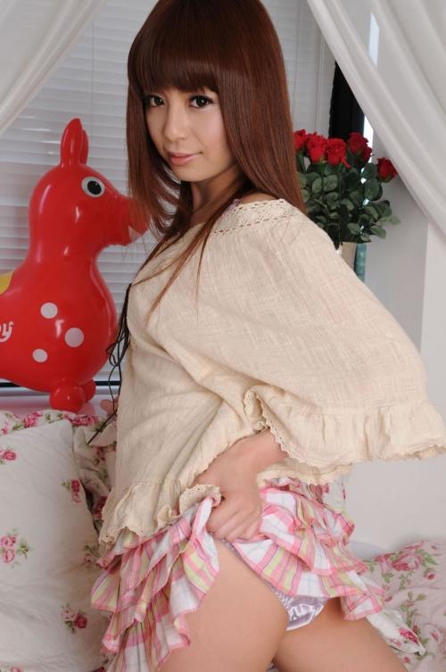 【三次】スカートをたくし上げてオトコに見せている女の子のエロ画像・22枚目