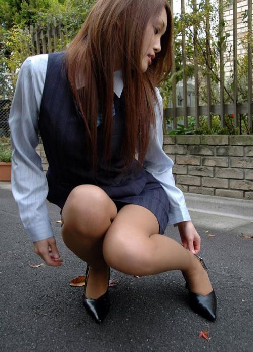 【三次】OLや若い娘のけしからん美脚画像・8枚目
