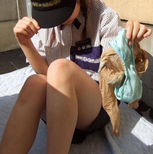 【三次】脱ぎたておぱんつを見せている女の子のエロ画像・25枚目