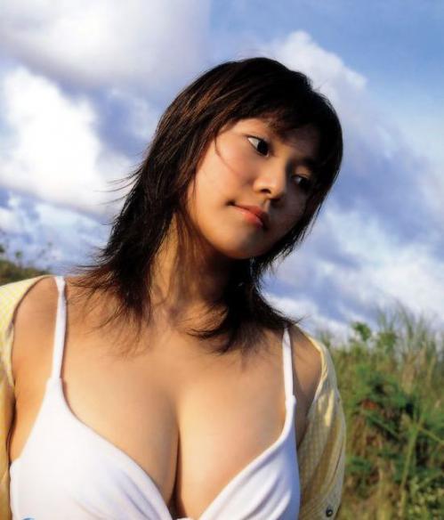 【三次】思わず誘惑されそうになる水着女子のエロ画像・4枚目