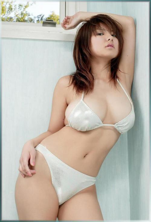 【三次】思わず誘惑されそうになる水着女子のエロ画像・21枚目