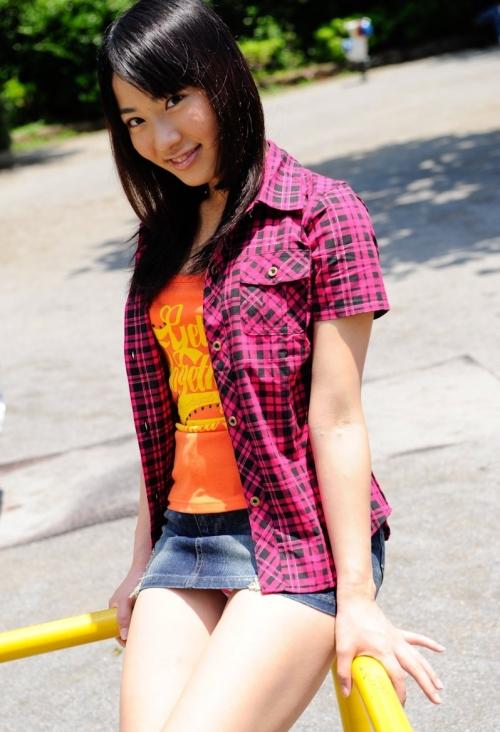 小学生 デニミニ ミニスカートを穿いたJSを盗撮したエッチな画像&動画掲示板
