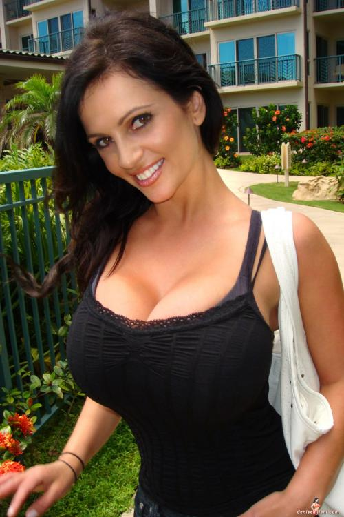 denise-milani-outside-big.jpg